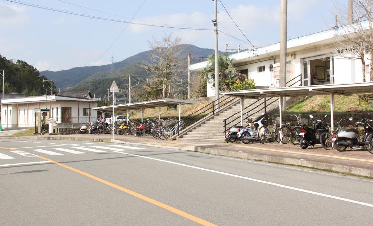 筑前大分駅より徒歩10秒のアクセス【でくち歯科医院】