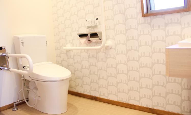 バリアフリー設計のトイレ【でくち歯科医院】